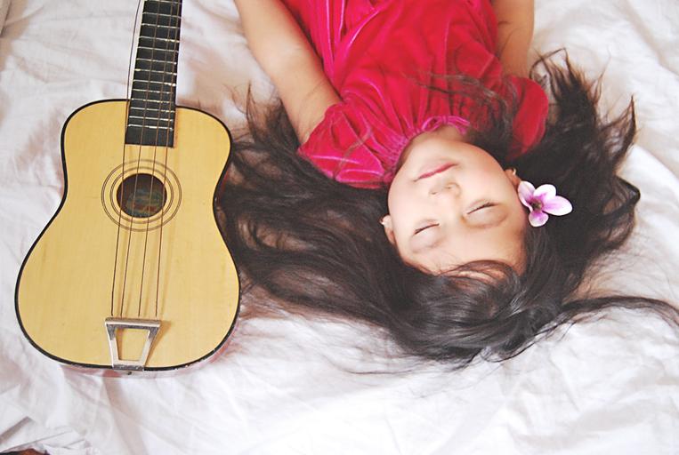 Scarlett-Hernandez_-sleepguitar