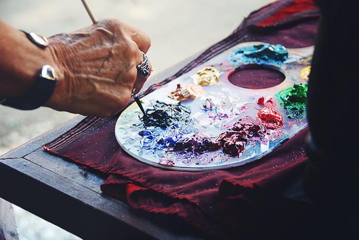 scarlett-hernandez-_-hand-paint